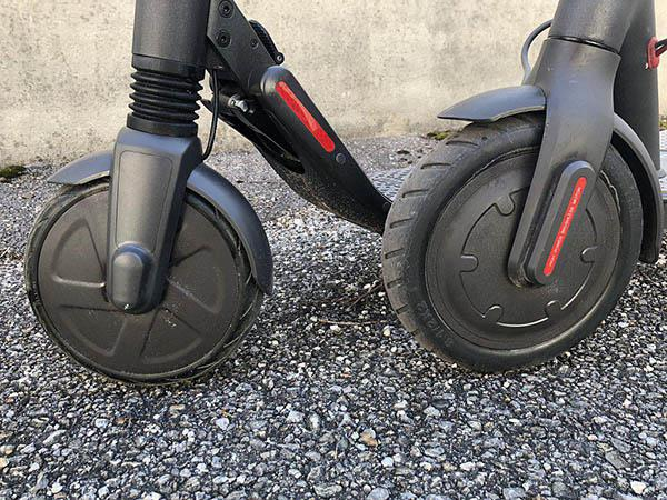 Xiaomi M365 electric scooter VS Segway Ninebot ES2 electric