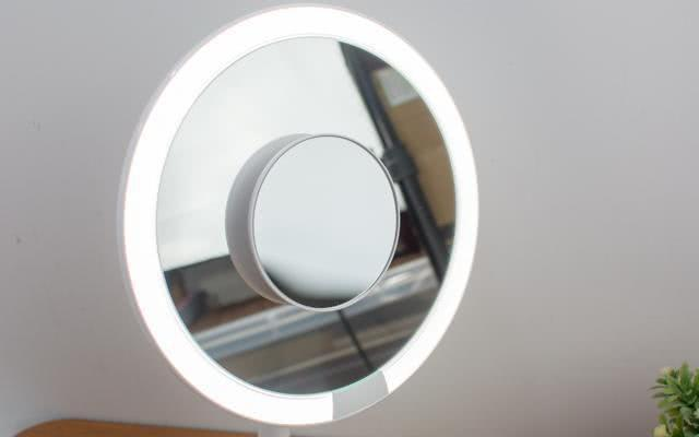 the 5x HD magnifying glass can be directly absorbed in the center of the mirror