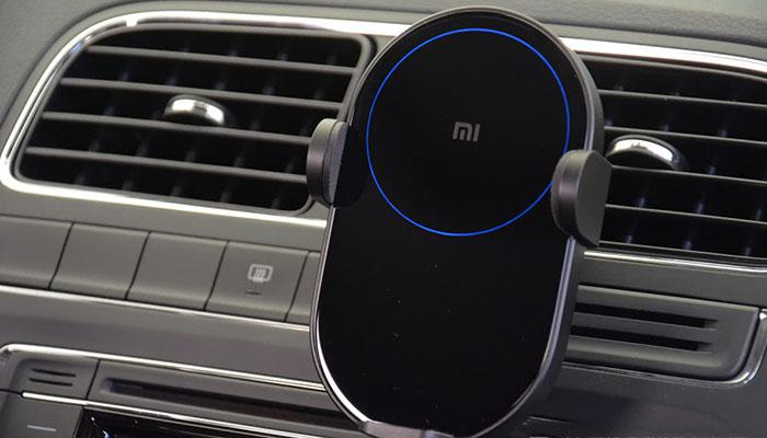 2 5d Arc Gl And A Circle Of Blue Light The Xiaomi 20w Wireless Car Charger